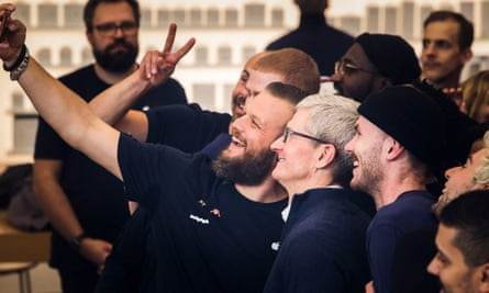 Tim Cook visit poses with conference attendees in Brussels.