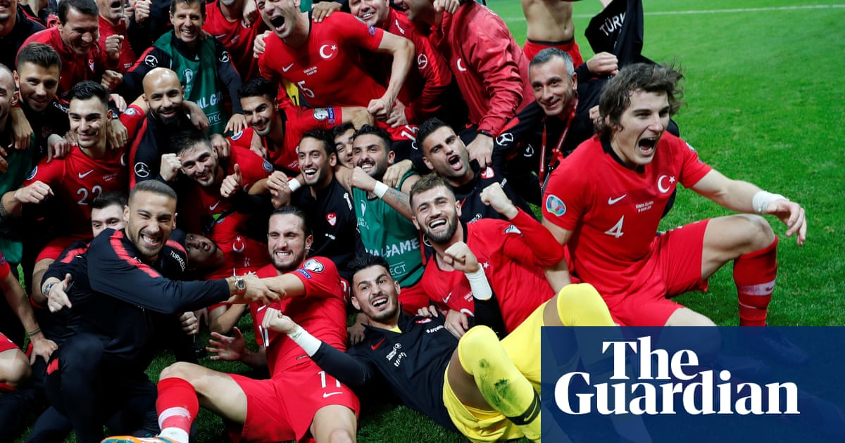 Turkey qualify for Euro 2020 after holding Iceland to goalless draw
