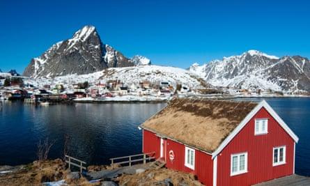 The Lofoten Islands; Traditional red wooden Rorbu fisherman`s hut in village of Reine in in NorwayBK4750 Lofoten Islands; Traditional red wooden Rorbu fisherman`s hut in village of Reine in in Norway