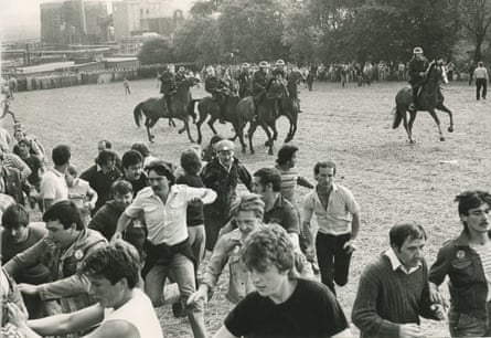 Police and miners clash at Orgreave