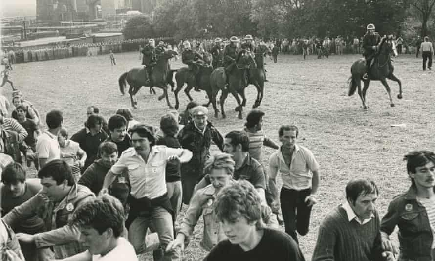 Police disperse miners at Orgreave.