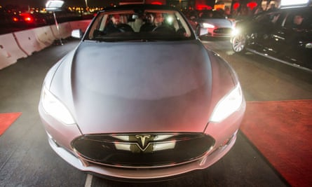 US regulators are reviewing how Tesla dealt with possible suspension issues on its Model S sedan.