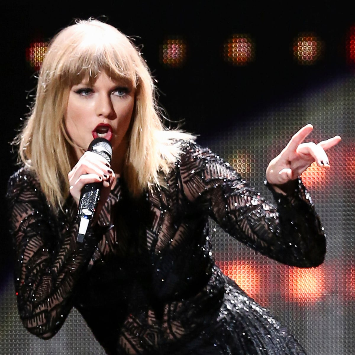 Suspected Stalker Arrested Outside Taylor Swift S Home With Knife And Rope Taylor Swift The Guardian