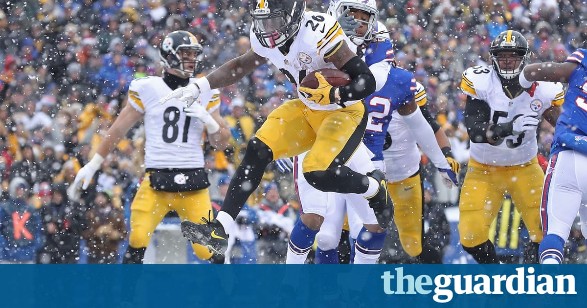 d3694e875 Le Veon Bell scored three times and set a franchise record with 236 yards  rushing in finding traction on a slick