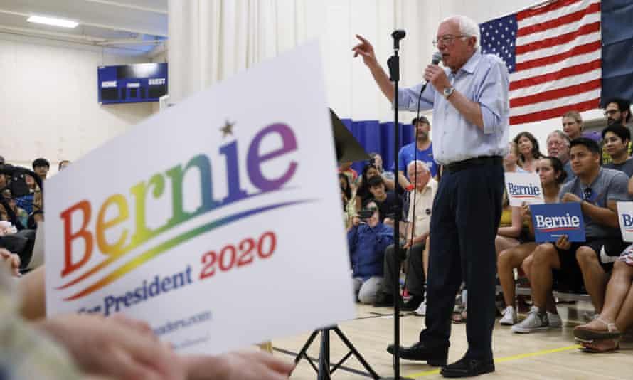 Democratic presidential candidate Bernie Sanders has promised to erase US student debt if he wins.
