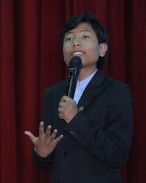 José Adolfo Quisocala giving a talk to schoolchildren in Arequipa, Peru