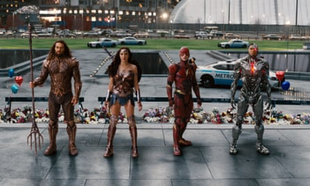 Jason Momoa, Gal Gadot, Ezra Miller and Ray Fisher in Justice League.