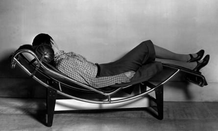 Take it easy … Perriand on her chaise longue basculante, in 1928.