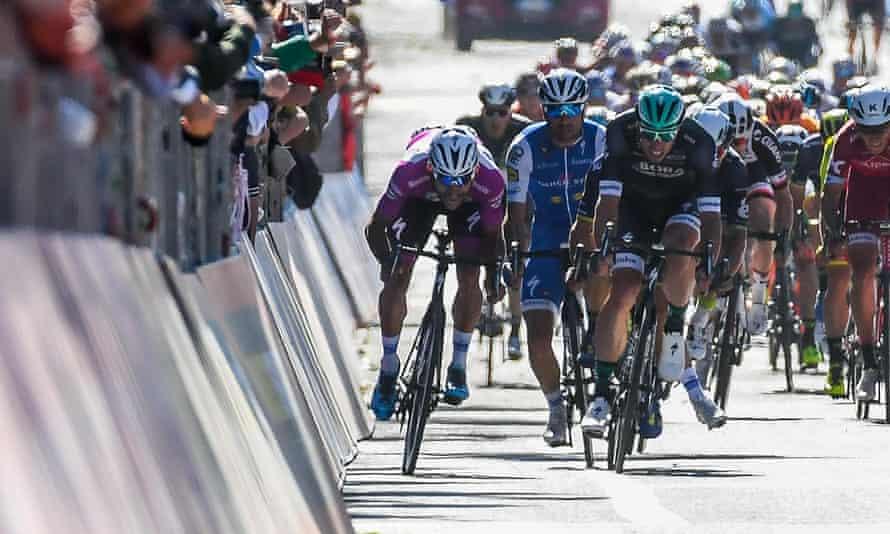 Fernando Gaviria leads the sprint home into Tortona.