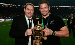 Steve Hansen and captain Richie McCaw with the Webb Ellis Cup at Twickenham in 2015.