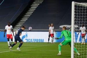 Bernat scores PSG's third goal.