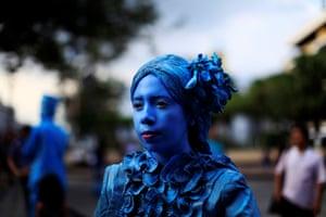 San Salvador, El Salvador: A contestant in a living statue contest
