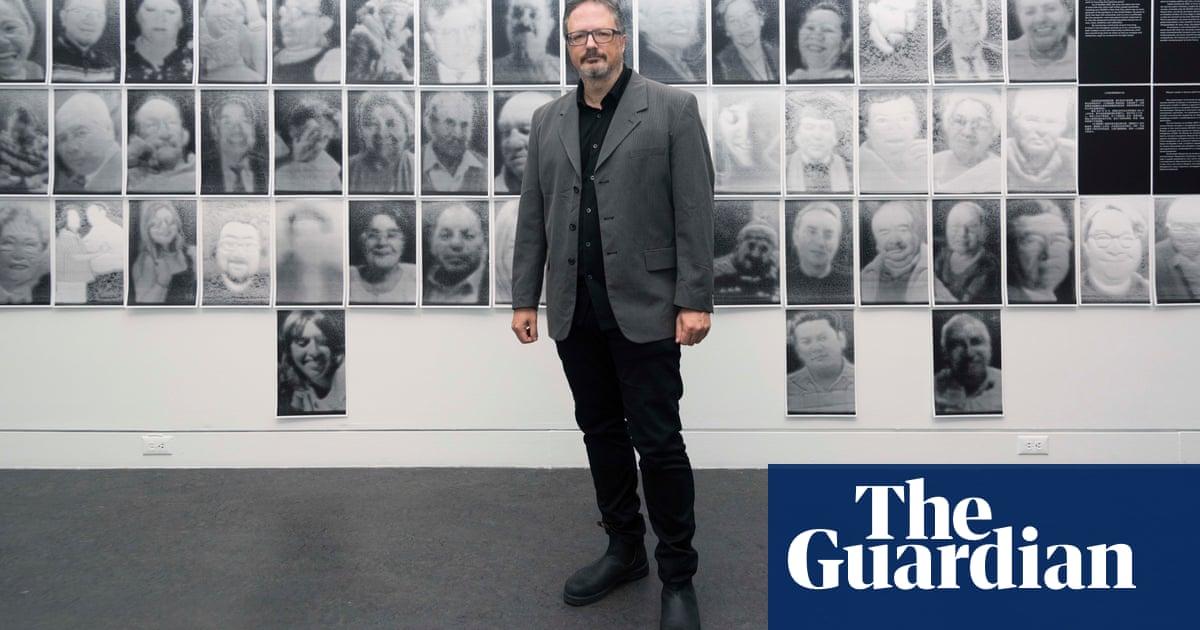 'It's a closure': the artist making an endless, erasing Covid-19 memorial