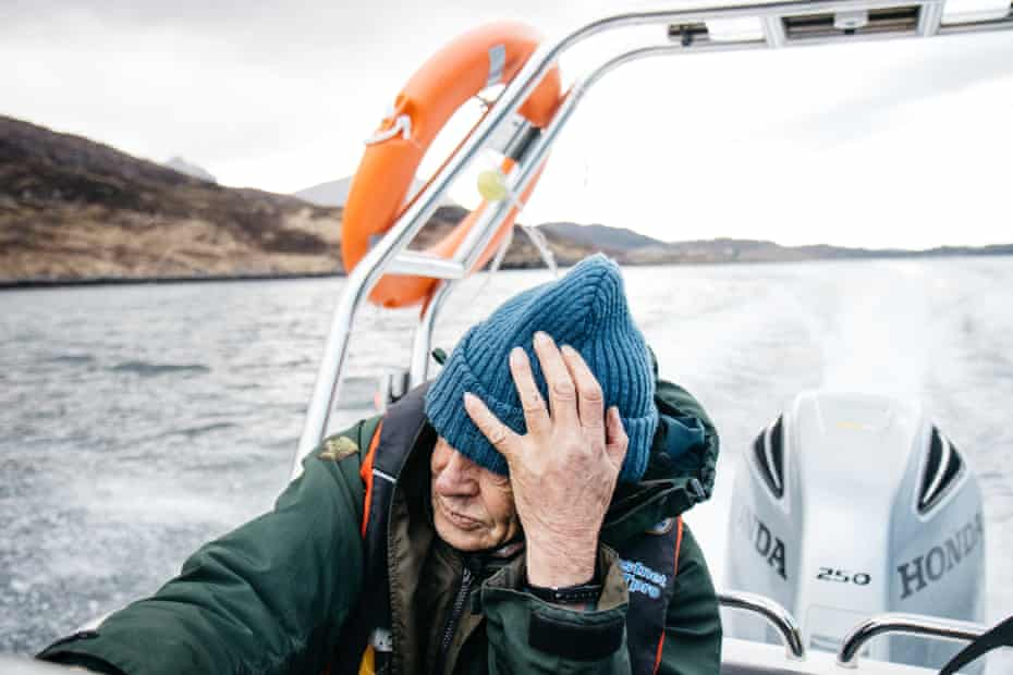 One of the bothy volunteers takes a speedboat across a Loch towards a bothy.