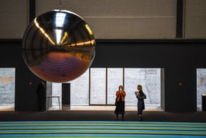 The giant pendulum. The thick carpet is designed to encourage visitors to lie on it and rest.