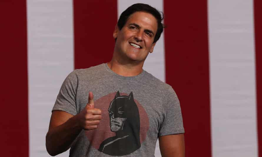 Mark Cuban gives the thumbs-up before the start of a campaign rally with Hillary Clinton and democratic vice-presidential nominee Tim Kaine in Pittsburgh on Saturday.