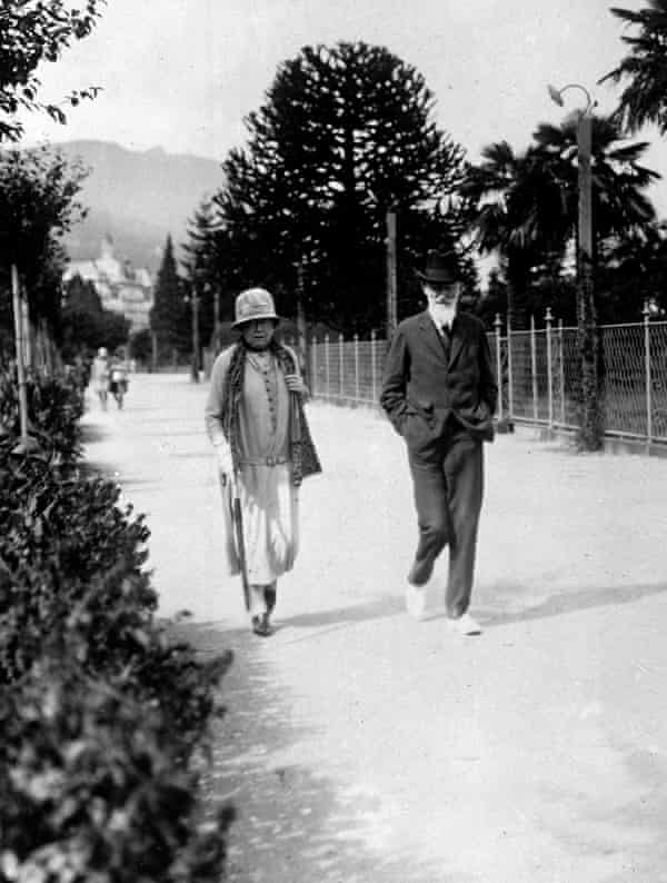 George Bernard Shaw and Charlotte on vacation in Italy in 1927.