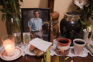 Bread and coffee are placed at Arnulf's altar. In Mexico, people put out the favourite food of their loved ones when they die or on the Day of the Death in the form of an 'ofrenda' (offering).