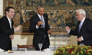 Alexis Tsipras, Barack Obama and Prokopis Pavlopoulos toast during a state dinner.