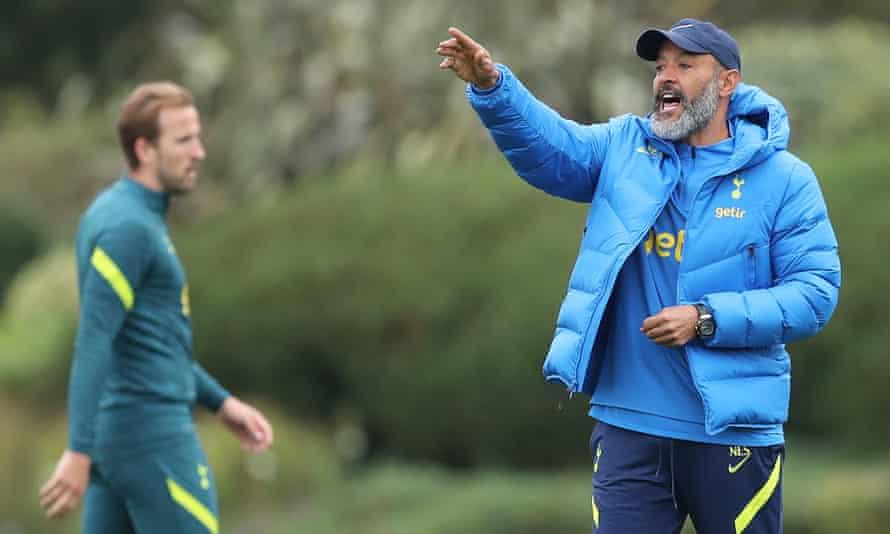 Nuno Espirito Santo during a Tottenham training session