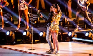 Well there's a blast from the past. American man Lenny Kravitz struts his stuff alongside Katy Perry