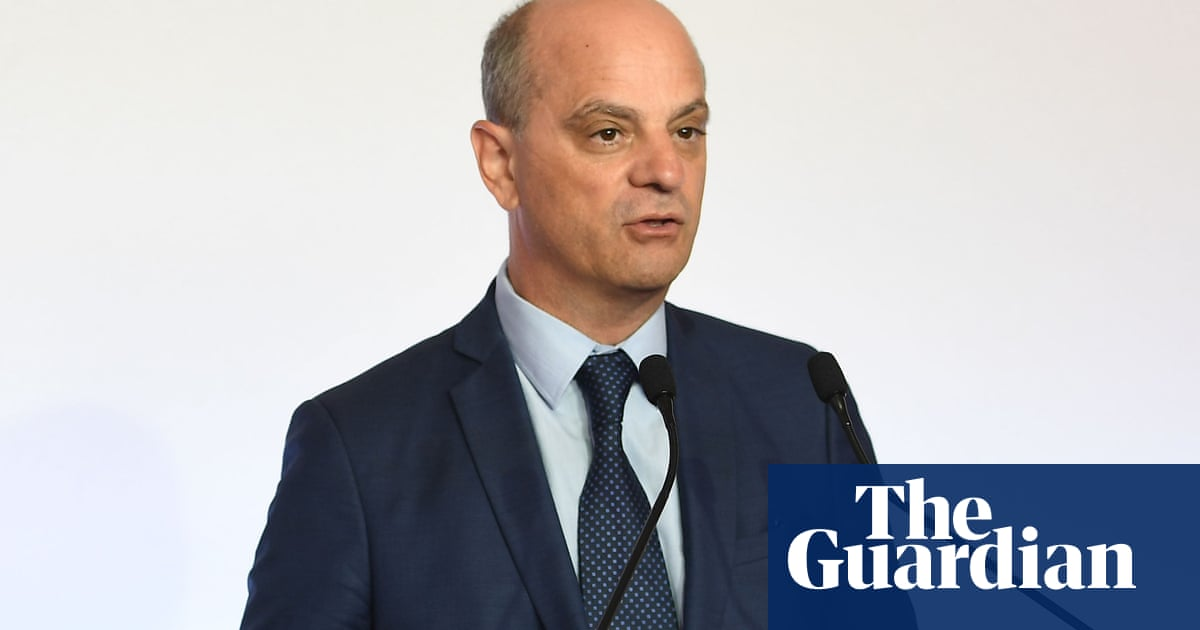 French minister mocked for asking pupils to dress in 'republican style'