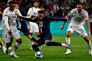 Neymar fires in PSG's late winer at Lyon after creating space superbly.