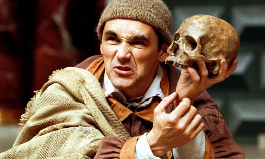 Mark Rylance with a screwed up face and holding a skull as Hamlet at London's Globe in 2000