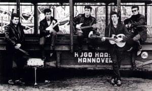 Состав The Beatles 1960 года в Гамбурге. Слева: Пит Бест, Джордж Харрисон, Джон Леннон, Пол Маккартни и Стюарт Сатклифф.