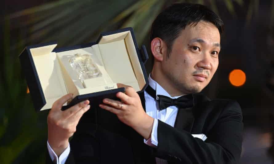 Ryusuke Hamaguchi with his award.