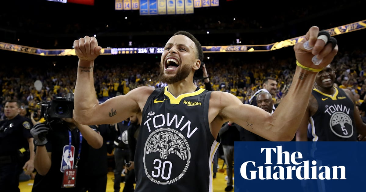 108c8094b9dfd Curry soars as Warriors rally from 15-point deficit to Trail Blazers in  Game 2