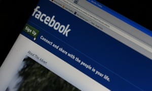 Facebook makes $16bn to $18bn ayear from its news feed, Bloomberg Media boss Justin Smith claimed.