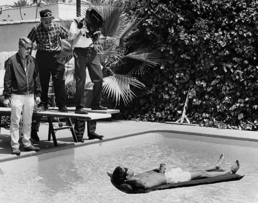 Mike Nichols directs Dustin Hoffman in The Graduate