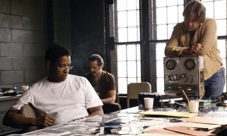 Denzel Washington and Russell Crowe in a scene from American Gangster.