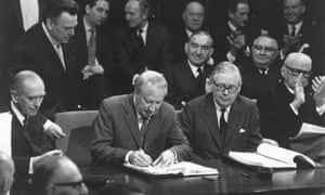 British Prime Minister Edward Heath signs the treaty taking the United Kingdom into the European Community in January 1972.