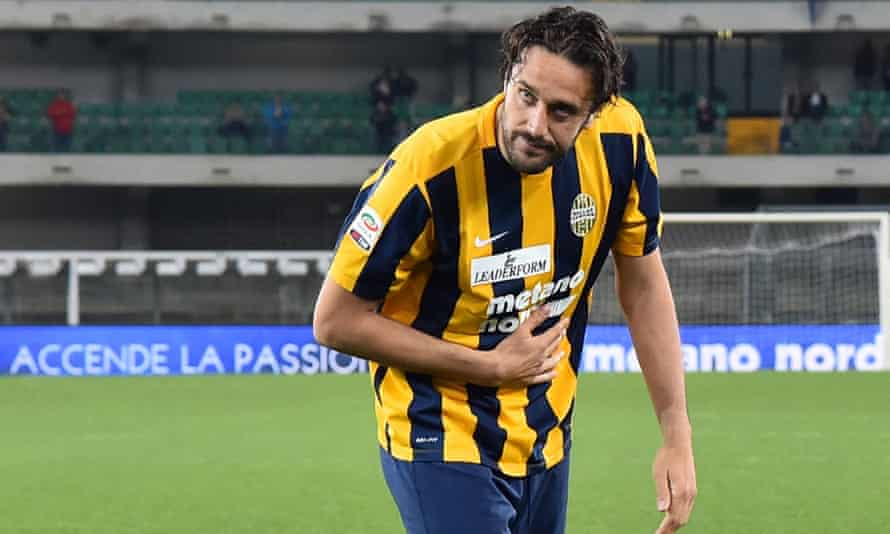 Verona's Luca Toni acknowledges the fans after playing in his final match before retirement, against Juventus.