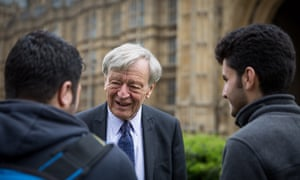 Lord Alf Dubs speaks to two refugees from Syria.