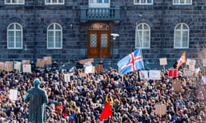 Crowd in front of the Icelandic parliament.