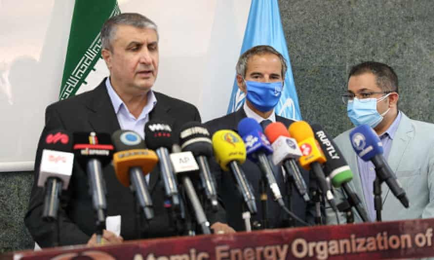 The head of the Iranian atomic energy association, Mohammad Eslami (left), with Rafael Grossi (centre) after their meeting in Tehran