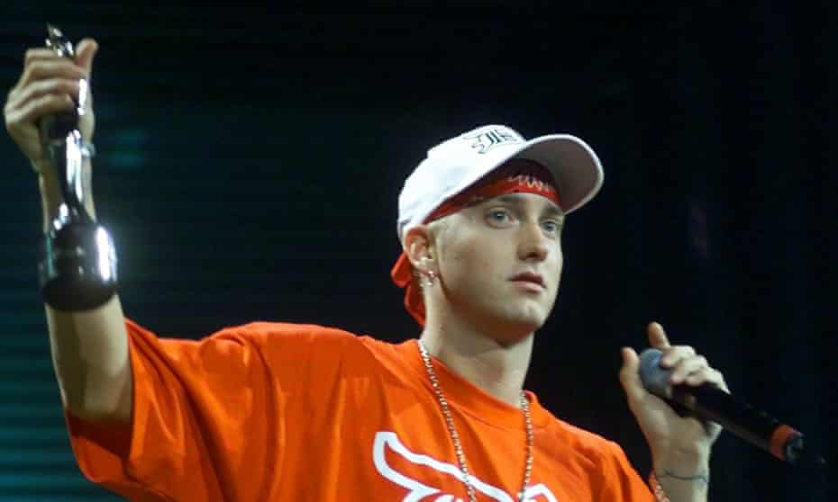 Eminem collects the Brit award for best international male in 2001.