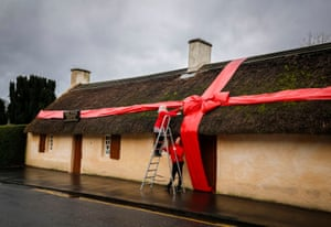 Events manager Claire Grant (left) and visitors' services manager Susan Colquhoun putting a bow on the Burns cottage in Alloway