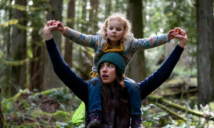 Margaret Qualley with Rylea Nevaeh Whittet in Maid.