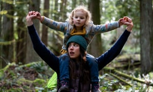 Margaret Qualley and Rylea Nevaeh Whittet in Maid.