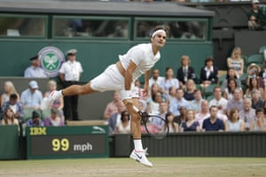 Roger Federer's big serves finish off Mischa Zverev.