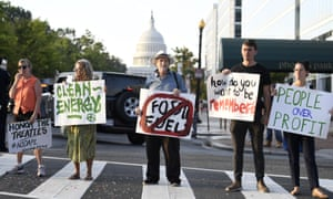 Climate activists blocked morning commuter traffic this morning in Washington. The protests coincided with a on-day UN Climate Action Summit in New York, in the week of the United Nations General Assembly.