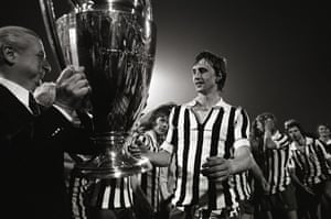 Johan Cruyff receives the European Cup