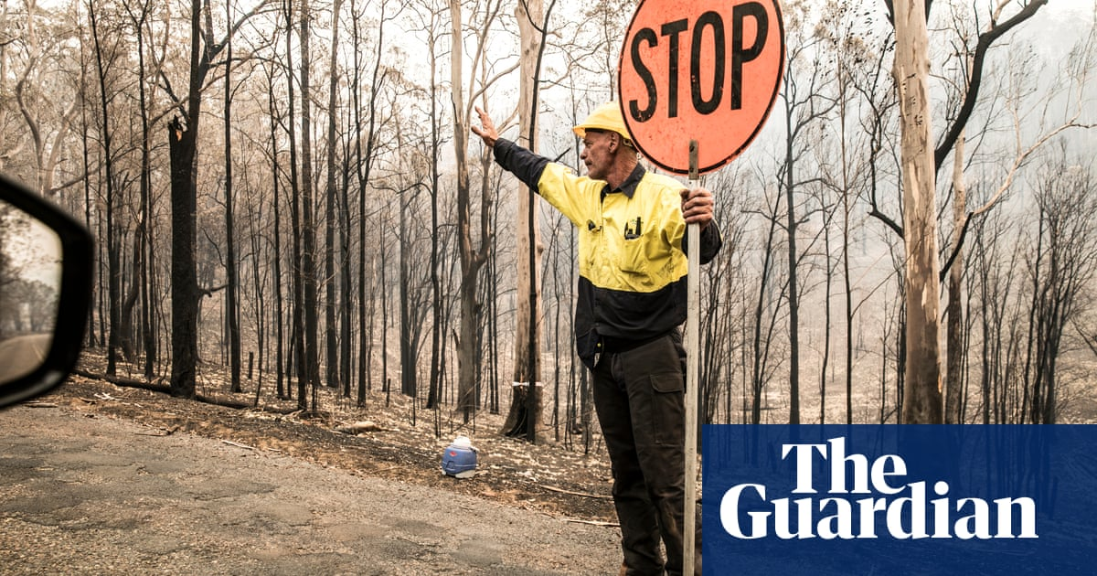 Australia's bushfire politics: the parties prevaricate while the country burns - The Guardian image