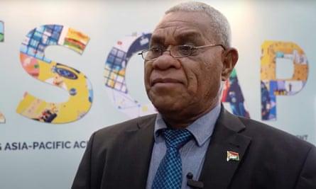 Bob Loughman defeated former foreign minister Ralph Regenvanu in a vote in Vanuatu's parliament to become prime minister.