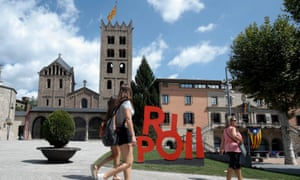 The monastery of Santa Maria and a city sign in Ripoll.