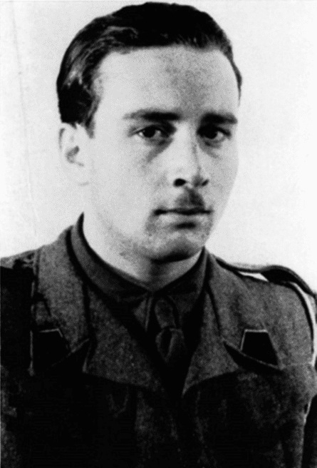 Stanisław Aronson as an officer in the Second Carpathian Rifles, under British command in Italy. 1946